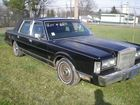 Lot# 162 - 1988 LINCOLN TOWN CAR FOUR DO