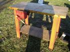 Lot# 731 - WORK BENCH W/ VISE